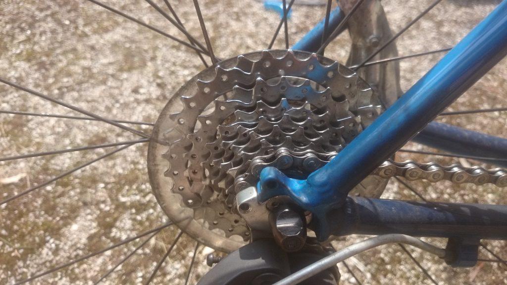 洗車後の自転車の後ギア